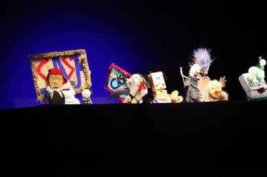 Hilfe, mein Geld läuft weg! | 2012 | © Christian Brachwitz/Theater an der Parkaue